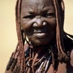 24 Namibia- Himba anziana