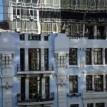 39lisbona- facciata casa riflesso