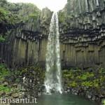 islanda- cascata svartifoss
