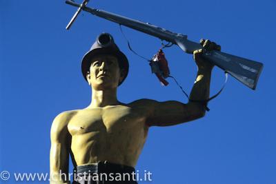 monumento al minatore rivoluzionario potosi